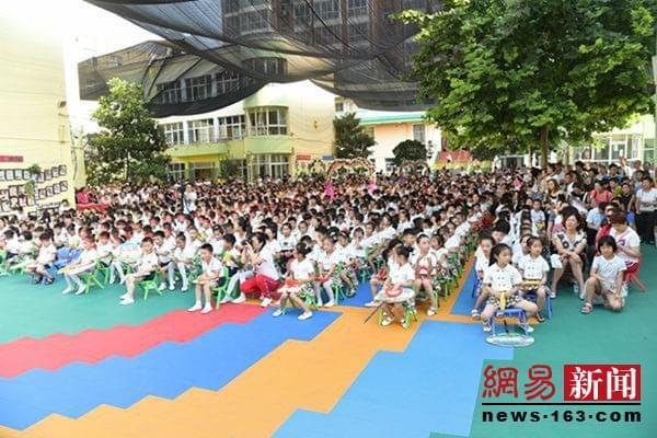 新密市二幼1000余人参加了毕业典礼仪式