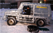 俄罗斯男子用6吨冰做奔驰
