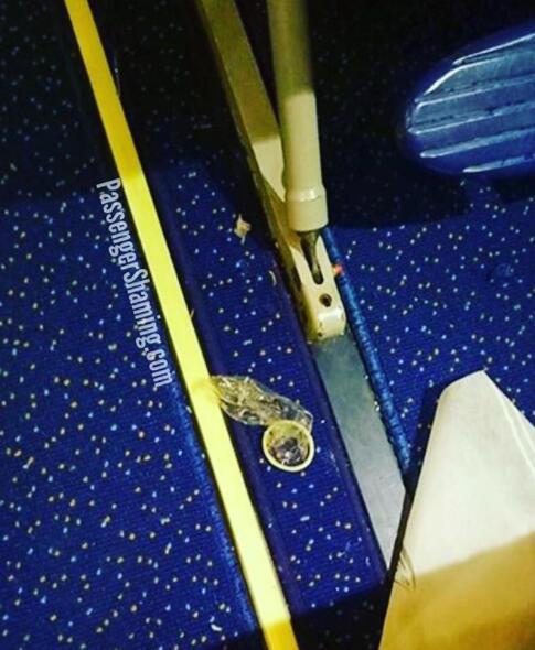在飞机上当然要做足安全措施了,我以为只是系好安全带就够了,原来还要