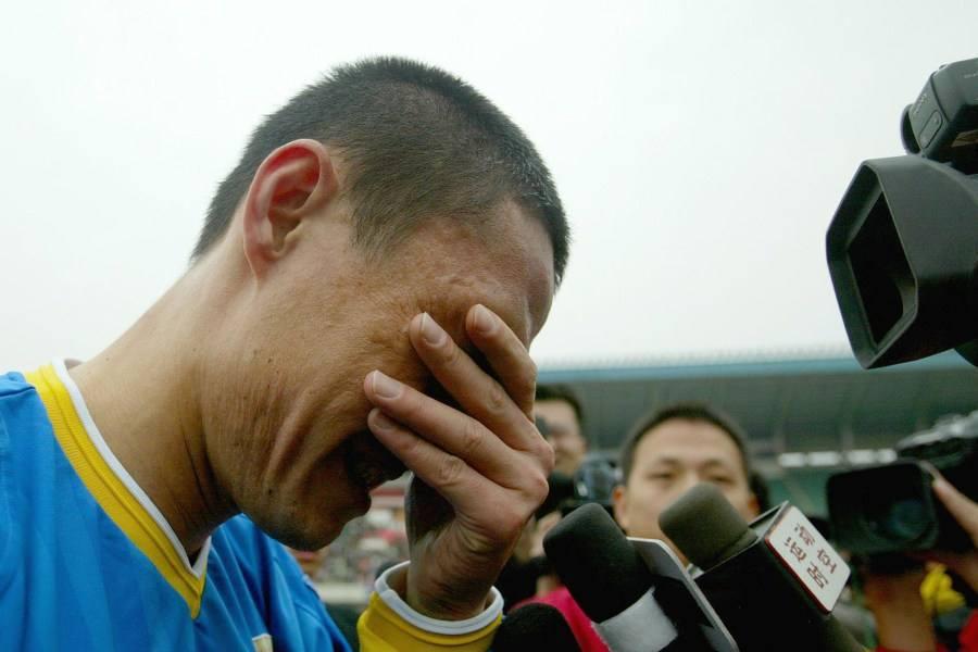 他曾操纵中国足坛6支队,净打默契球,但足协竟6年不管