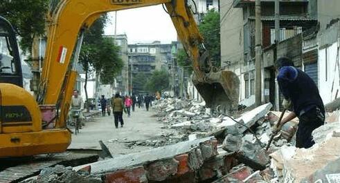沙市区铁腕治违 强制拆除工作在章华台社区展开