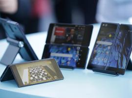 高端手机市场迎黑马 首款折叠智能手机登陆京东