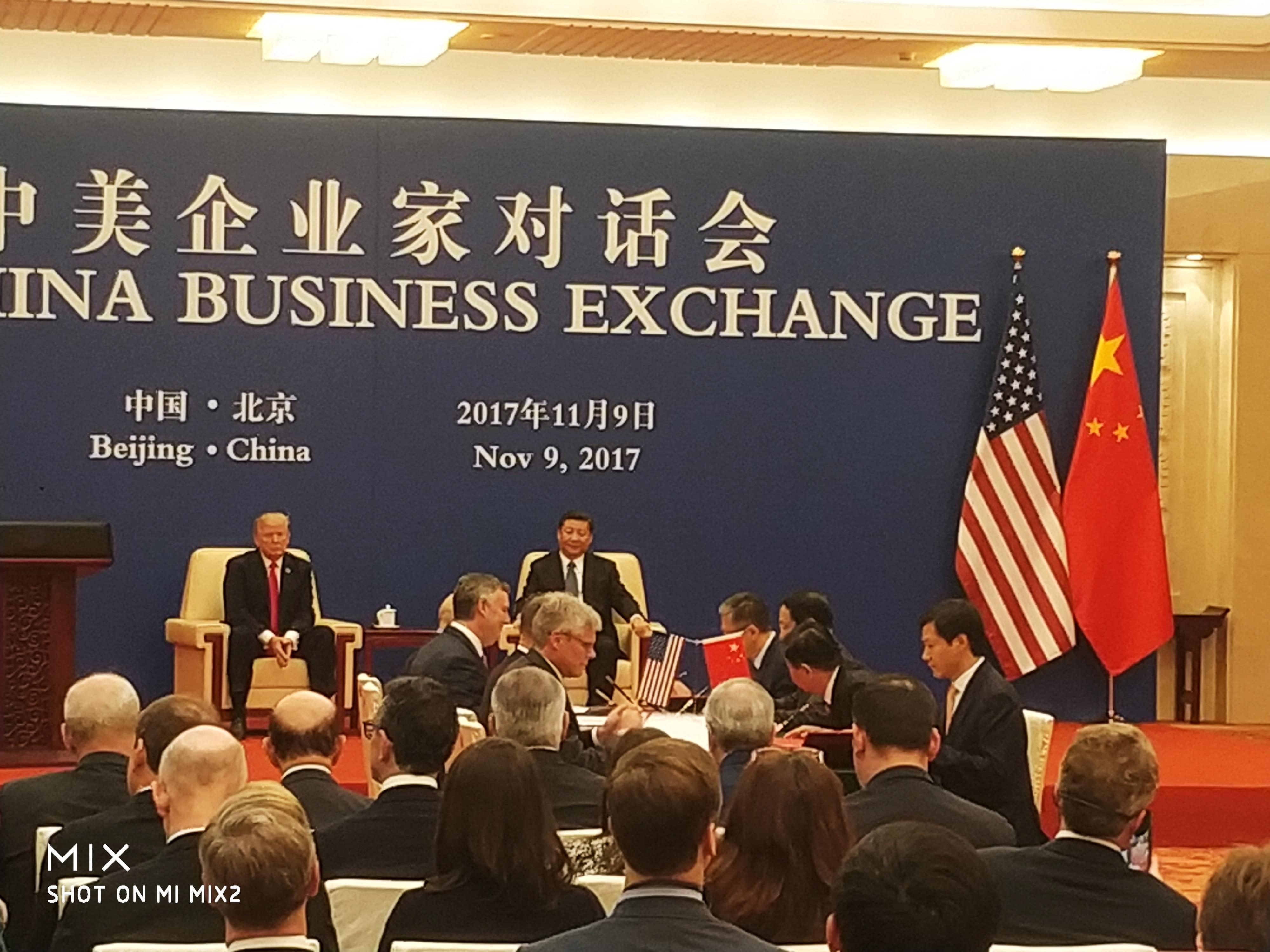 雷军参加中美企业家对话 与高通签署芯片采购合同