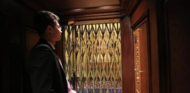百岁电梯仍能正常使用 上6层楼需1分钟