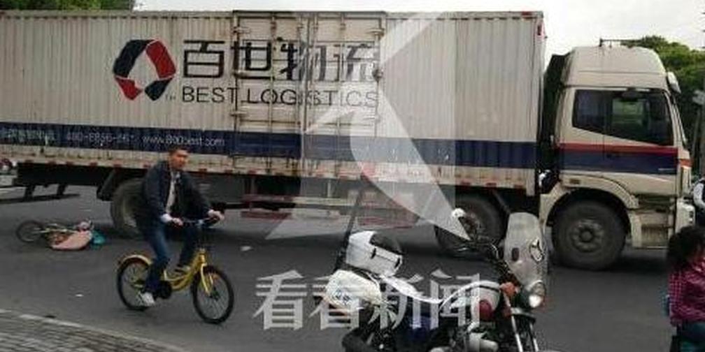 厢式货车撞击并碾压电动车 6旬骑车妇女身亡