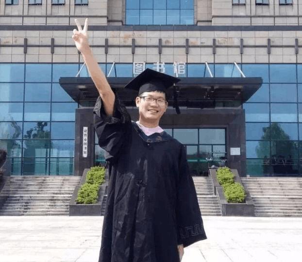 只有一个学生的毕业照 全专业竟然只有一个学生
