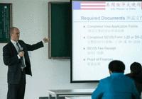 美国签证官亲临北京昌平新东方外国语学校手把手教学
