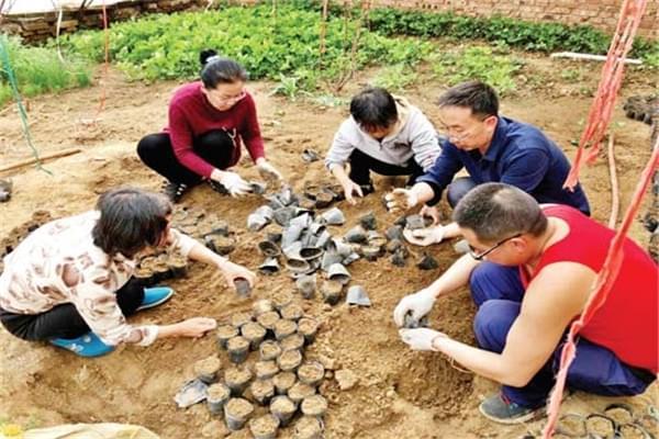 宁武县阳方口镇第一书记自费投资助村民脱贫