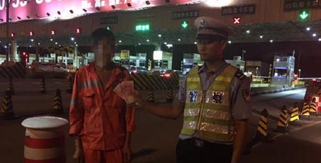 工程车被查 司机企图甩400元贿赂交警