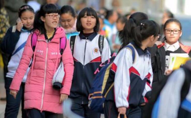 """告别""""寒假模式!荆州中小学生明日返校报名"""