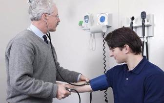 26岁小伙查出高尿酸血症 两件事最易伤肾