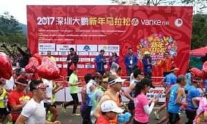 跑出快乐跑出爱心 2017大鹏新年马拉松跑在山海