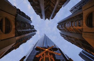 视觉冲击!法摄影师仰拍香港摩天大楼
