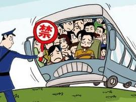 """一长途客运车辆超员  驾驶员竟与民警""""躲猫猫"""""""