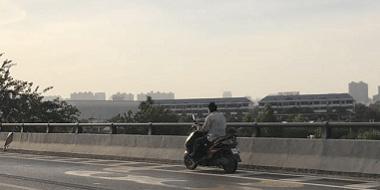 """盘点穿梭在高架桥上的""""异类"""""""