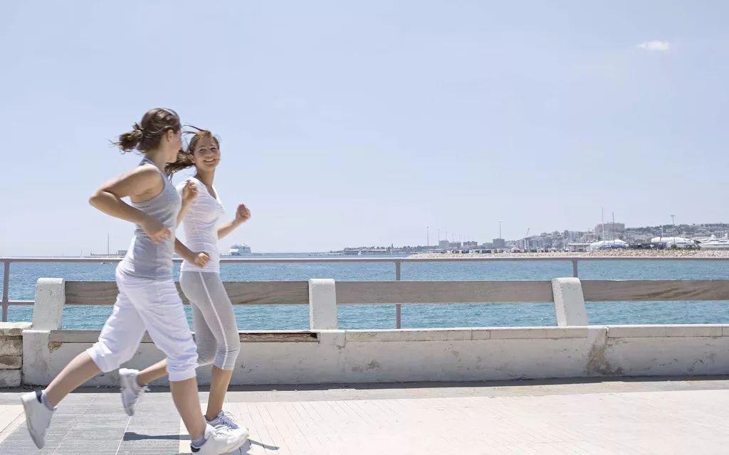 生活方式调节:女性朋友全年龄段乳腺癌预防策略
