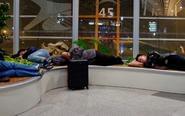 凌晨睡在首都机场的旅客
