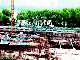龙潭公园地下停车场施工现场 预计10月完工