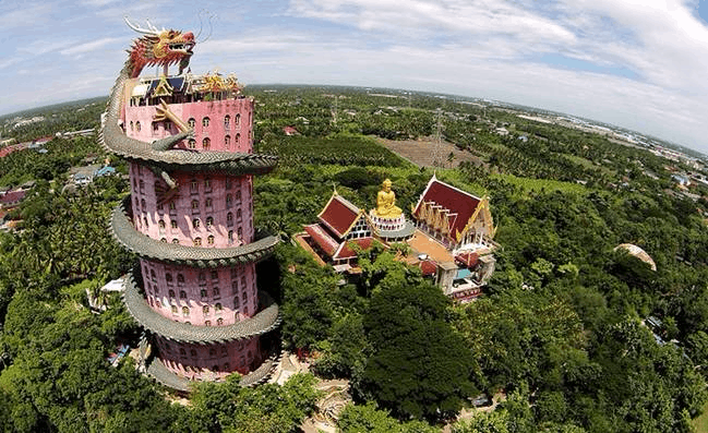 世界最霸气寺庙 建筑外盘旋的龙身竟是楼梯