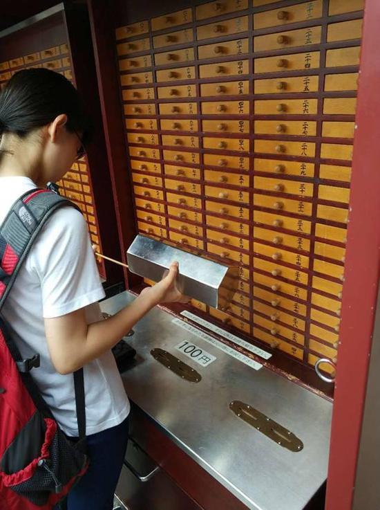 新东方优能2017状元日本游学 阮海峰:站在装满签纸的屉柜前