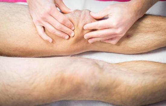 缓解肌肉酸痛:冰浴喝牛奶 莫做过多拉伸