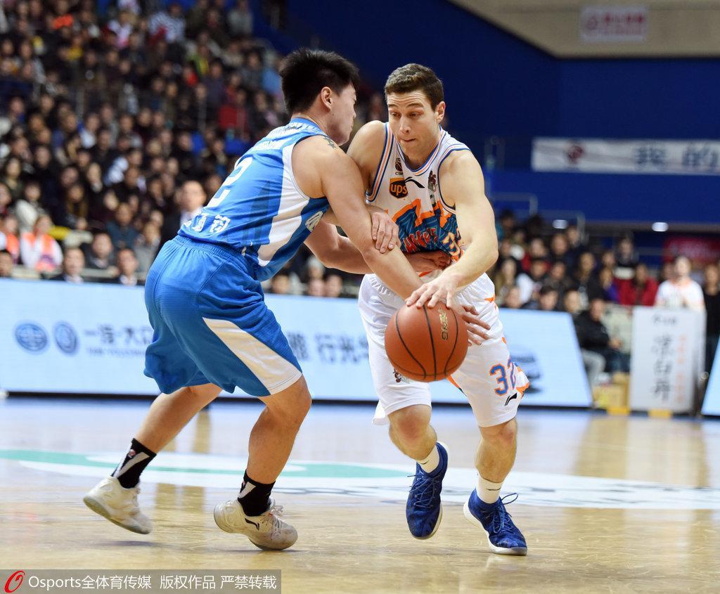 上海14分胜青岛搭季后赛末班车 弗雷戴特砍49+5