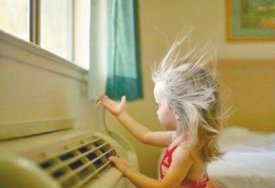 天气太热苦了娃 家长该如何应对?