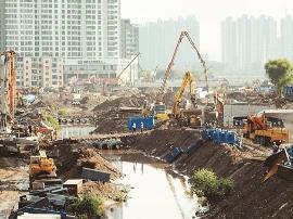 北涧河治理工程现场  大型施工机械加紧作业