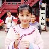 赵丽颖说英文被群嘲 和家境优越的明星相比社会对她太残忍