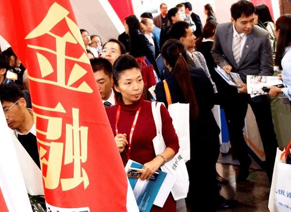 外媒:中国投资者9万亿美元买理财 坚信政府会兜底