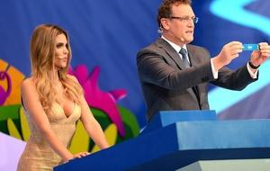 世界杯抽签超模太性感,这个国家掐了转播信号