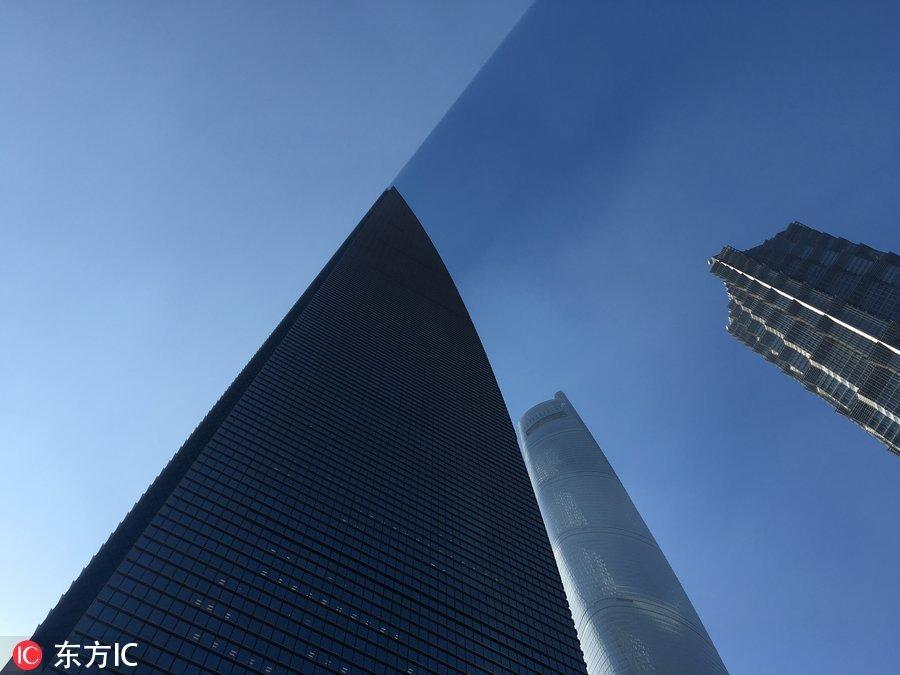 492米环球金融中心遮天蔽日 现阴阳半边天