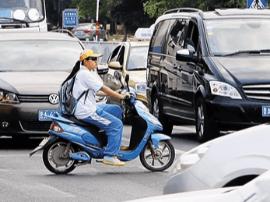 广州人大代表:不能坐小车里讲立法限制电动车