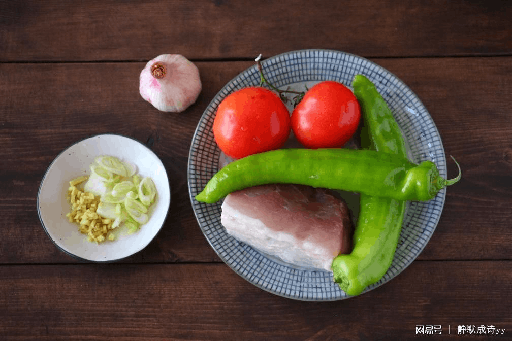 西红柿这么做倍儿下饭 越吃越香停不下来