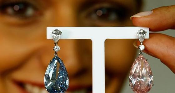 全球最贵梨形钻石耳坠被拍出3.95亿