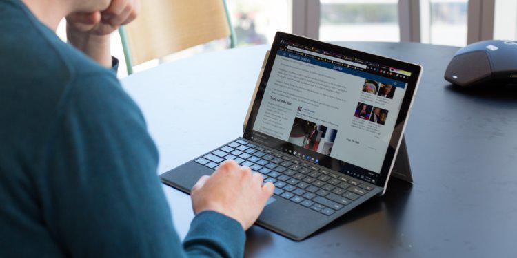 彭博:微软将推廉价版Surface平板,抢iPad市场