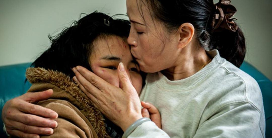 沪自闭症家庭7年绝望抗争 充满血与泪