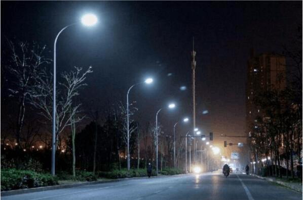荆襄南路、金龙路全线亮灯 新建、改造路灯超300盏