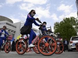 寸步难行 又一个城市禁止共享单车投在主要道路
