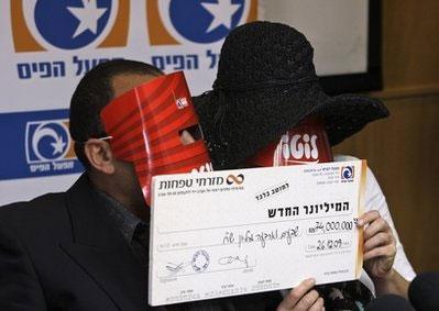 7.4亿巨奖得主戴面具领奖 机构:这符合法律规定