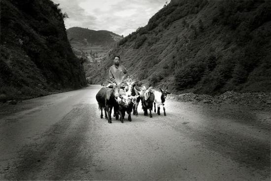 FM 我的父亲:两代人见证凉山彝族的巨变