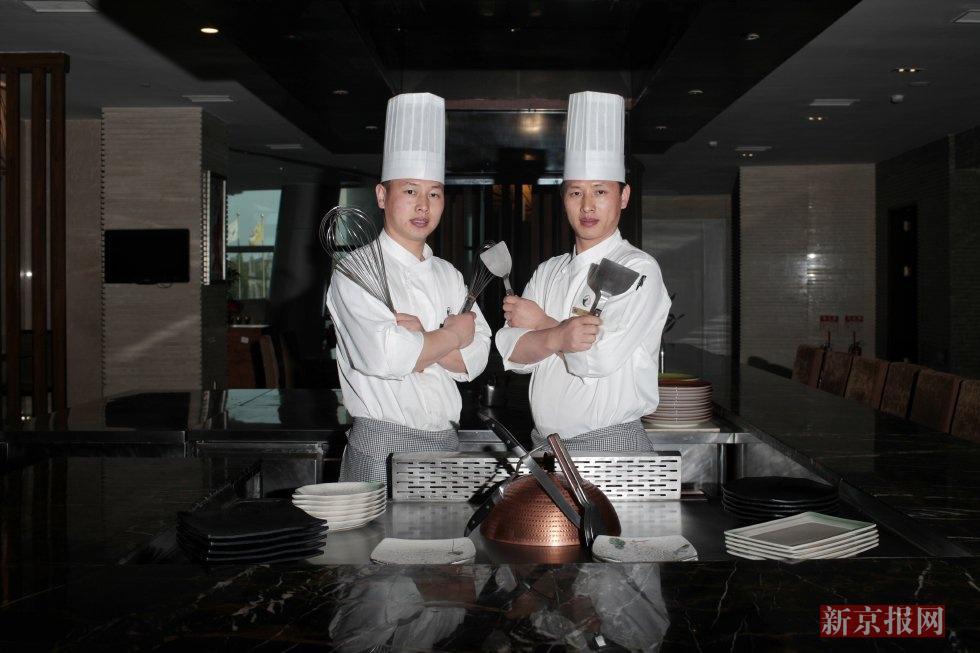 龙西大酒店西餐厨师刘德华、刘德伟是一对双胞胎。兄弟俩出生于1985年,曾在扬州的酒店工作。