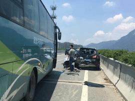车爆胎靠边停司机下车被撞身亡 事发三环国货互通