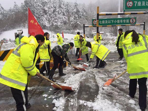 受冰雪天气影响 湖北高速公路大面积限行、封闭
