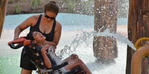 暖心!专为残疾人设计的水上乐园