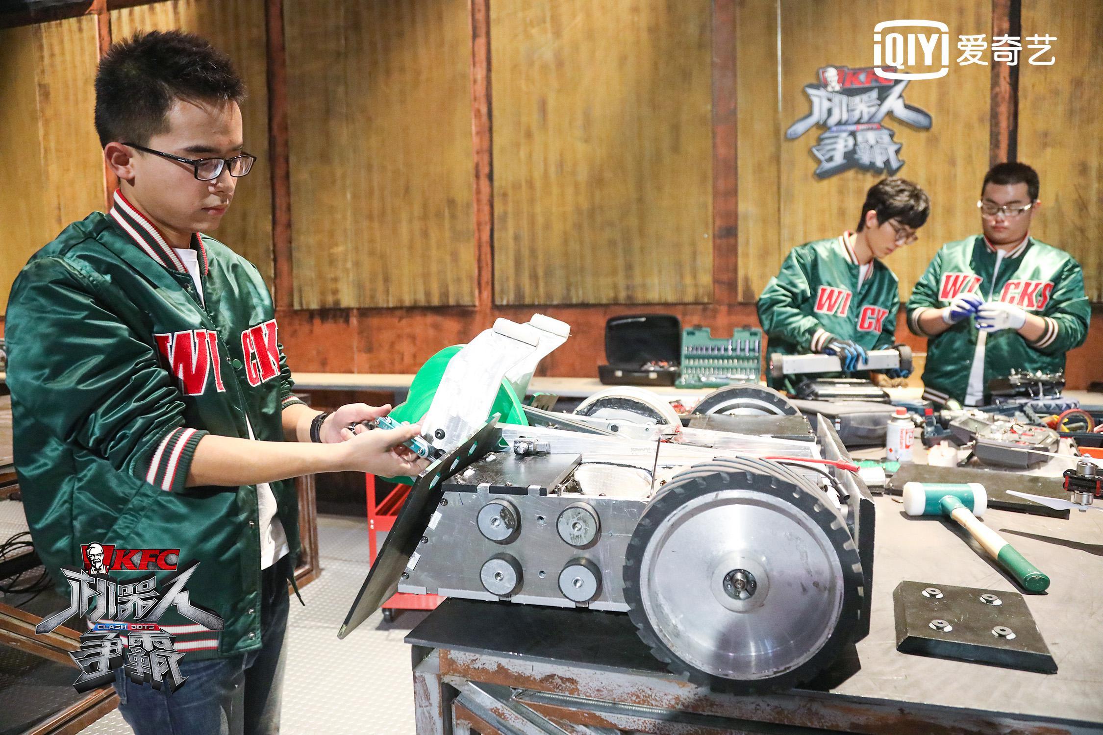 《机器人争霸》福州大学毒牙力挫赤焰暴龙偷黄锡镐情节