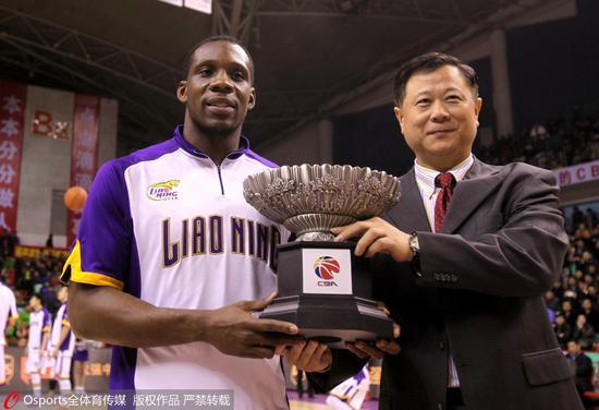 2014-2015赛季,转会辽篮的哈德森蝉联常规赛MVP