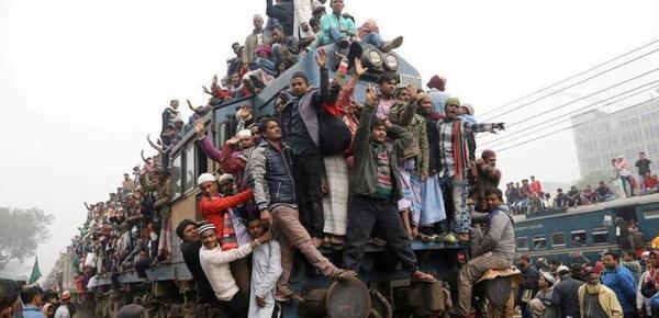 """能落脚算你赢!这些国家的人""""挂火车""""回家"""