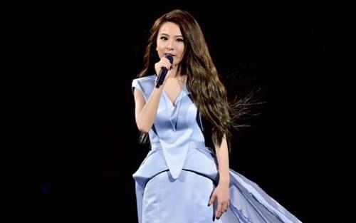 田馥甄只帮一个歌迷签名后忙道歉:做了错误示范