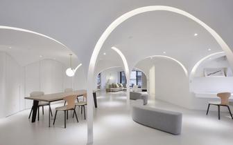 台湾设计师将一套公寓改造出五边形客厅空间